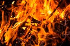 Een brand in dark Stock Afbeelding