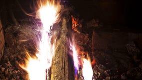 Een brand in de open haard Stock Foto