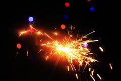 Een brandend sterretje op een zwarte achtergrond Royalty-vrije Stock Afbeeldingen