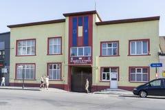 Een brandweerkazernegebouw in Roemenië Stock Foto's