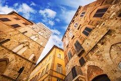 Een brede die hoek van generische architectuur in Siena, Toscanië wordt geschoten Royalty-vrije Stock Afbeelding