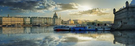 Een briljant panorama van St. Petersburg Stock Fotografie