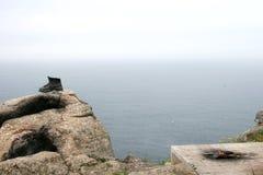 Een bronsschoen als symbool voor bedevaart in Spanje stock foto