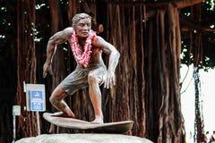 Een Bronsstandbeeld van Duke Kahanamoku Royalty-vrije Stock Afbeeldingen