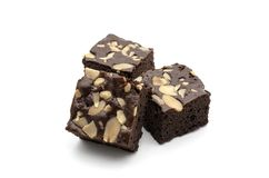 Een Brownie van de Amandelchocolade op witte achtergrond wordt geïsoleerd die Stock Fotografie
