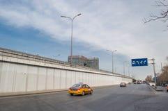 Een brug bij het kruispunt in Peking Stock Foto