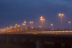 Een brug bij schemer Stock Foto's