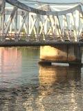 Een brug bij zonsondergang Stock Afbeelding