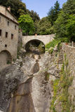 Een brug in de Kluiscellen van St Francis van Royalty-vrije Stock Afbeelding