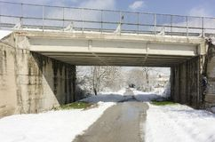 een brug met wat sneeuw Stock Afbeeldingen