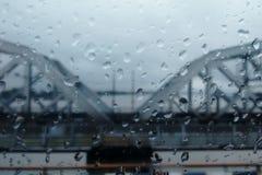 Een brug in regen Royalty-vrije Stock Afbeelding