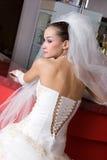 Een bruid bij een rek van een staaf Stock Foto
