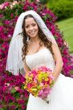 Een bruid met een boeket Stock Afbeeldingen