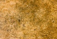 Een bruin-oranje steen die in natuurlijk milieu wordt genomen royalty-vrije stock afbeelding