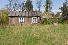 Een buitenhuis bij de lente Royalty-vrije Stock Foto's