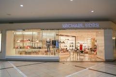 Een buitenmening van de Michael Kors-opslag in winkelcomplex royalty-vrije stock fotografie