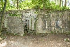 Een Bunker van wereldoorlog 1 op de gebieden van Vlaanderen stock foto's