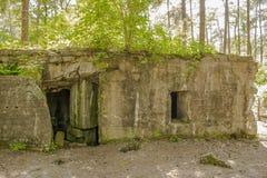 Een Bunker van wereldoorlog 1 op de gebieden van Vlaanderen stock afbeeldingen