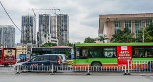 Een bus op straat van Nanning, China royalty-vrije stock fotografie