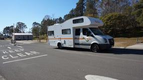 Een campervan reis op de weg in Sydney, Australië Royalty-vrije Stock Foto