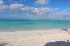 Een Caraïbisch strand, Long Island, de Bahamas stock foto