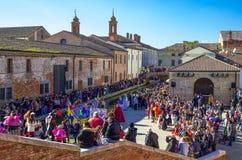 Een Carnaval-partij langs de kanalen van Comacchio Stock Foto's