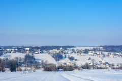 Een charmant Oekraïens dorp in de westelijke Oekraïne in de winter royalty-vrije stock afbeeldingen