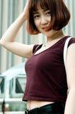 Een Chinees meisje in de tuin royalty-vrije stock fotografie