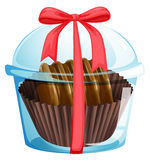 Een chocolade binnen de transparante container Stock Foto