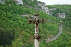 Een christelijk kruis in de bergen, Rocamadour, Frankrijk in een de bouw buitendag Royalty-vrije Stock Afbeelding