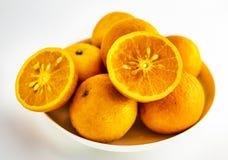 Een close-up van citrusvrucht op een witte achtergrond royalty-vrije stock afbeelding