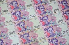 Een close-up van een patroon van vele Oekraïense muntbankbiljetten met een nominale waarde van hryvnia 200 Achtergrond op zaken i Stock Foto