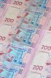Een close-up van een patroon van vele Oekraïense muntbankbiljetten met een nominale waarde van hryvnia 200 Achtergrond op zaken i Royalty-vrije Stock Afbeeldingen