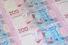 Een close-up van een patroon van vele Oekraïense muntbankbiljetten met een nominale waarde van hryvnia 200 Achtergrond op zaken i Royalty-vrije Stock Afbeelding