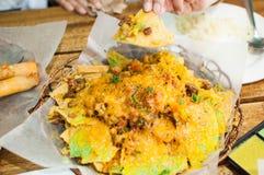 Een close-up van plaathoogtepunt van nachos royalty-vrije stock foto's