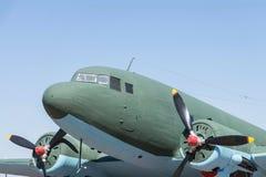 Een close-updeel van het oude vliegtuig met propellers stock foto