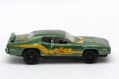 Een close-upfoto van een kleine groene stuk speelgoed auto royalty-vrije stock fotografie
