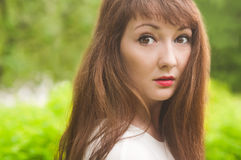 Een close-upportret van een meisje die in de camera loking Royalty-vrije Stock Afbeeldingen