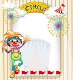 Een clown bij de circusingang Stock Foto