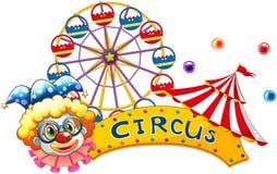 Een clown naast een circusuithangbord Stock Foto