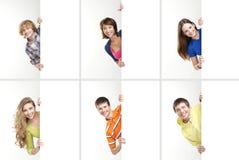 Een collage van tieners die witte banners houden Stock Foto