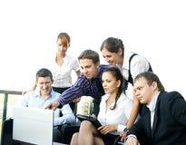 Een commercieel team van zes personen in formele kleding Stock Afbeelding