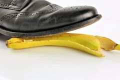 Een conceptenbeeld van een banaanschil - ongeval, gevaar, komedie stock fotografie