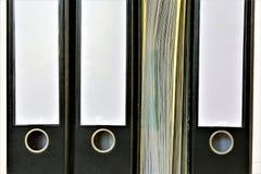Een conceptenbeeld van een bindmiddel met exemplaarruimte stock foto's
