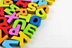 Een conceptenbeeld van een stuk speelgoed van de Alfabetbaby - brieven royalty-vrije stock foto's