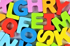 Een conceptenbeeld van een stuk speelgoed van de Alfabetbaby - kleuterschool stock fotografie