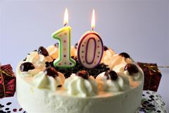 Een conceptenbeeld van een verjaardagscake met kaars - 10 Royalty-vrije Stock Foto