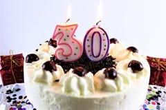 Een conceptenbeeld van een verjaardagscake met kaars - 30 Royalty-vrije Stock Afbeeldingen