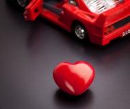 Een conceptueel beeld met betrekking tot de uitdrukking, houd ik van mijn auto stock afbeeldingen