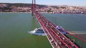 Een cruiseschip stock footage